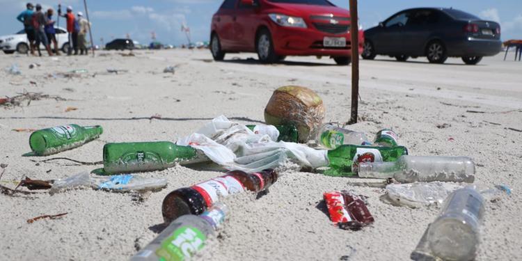 A virada do ano e o lixo na praia